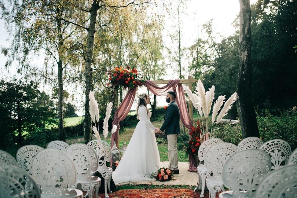 boho luxe wedding - bohemian wedding - simple outdoor wedding - woodland wedding