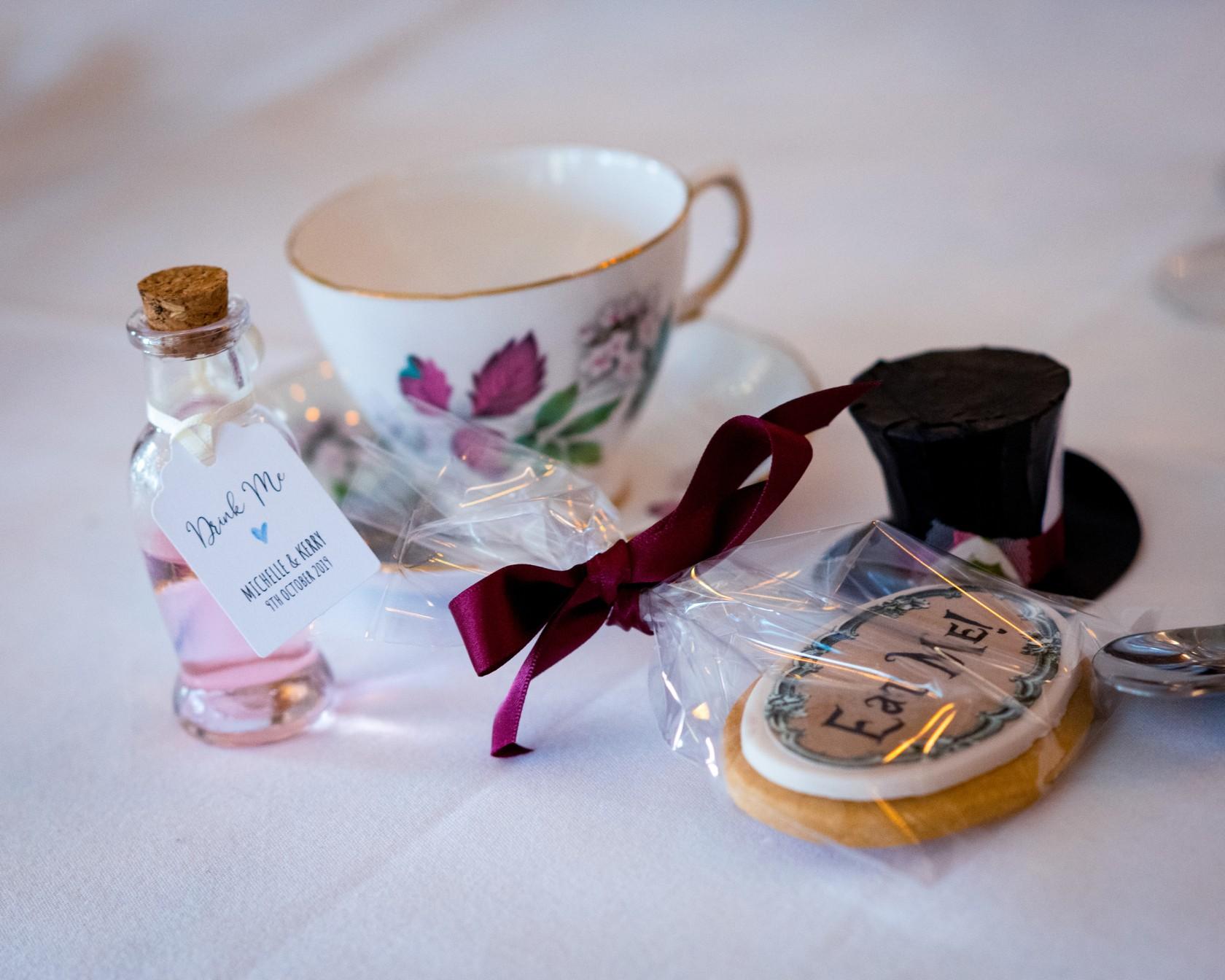 alice in wonderland wedding favours - diy wedding favours - drink me wedding favours