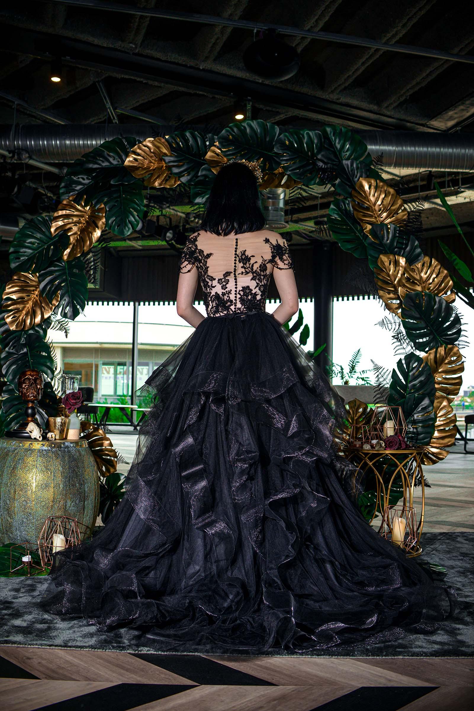 alternative luxe wedding - slytherin wedding - gothic wedding - alternative wedding - black wedding dress - gothic weding dress - alternative wedding dress