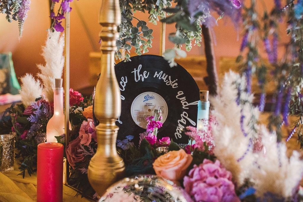 festival wedding - wedding record - wedding decor for music lovers - unique wedding ideas - unconventional wedding