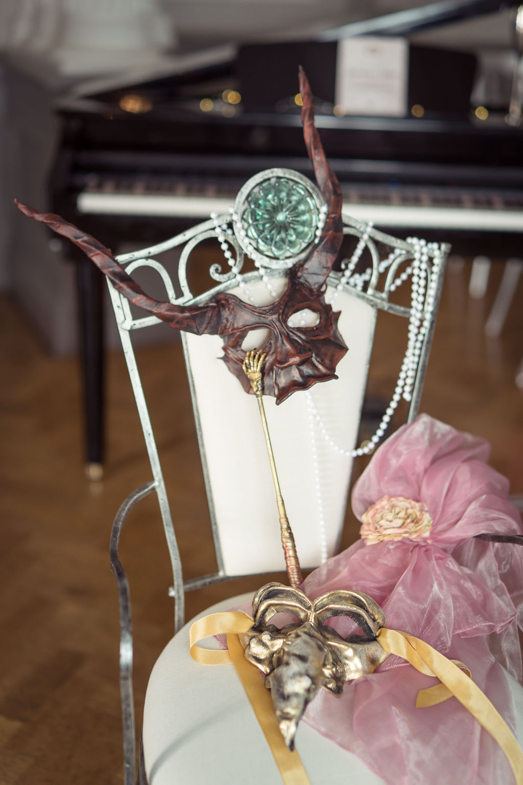 labyrinth wedding chair with mask