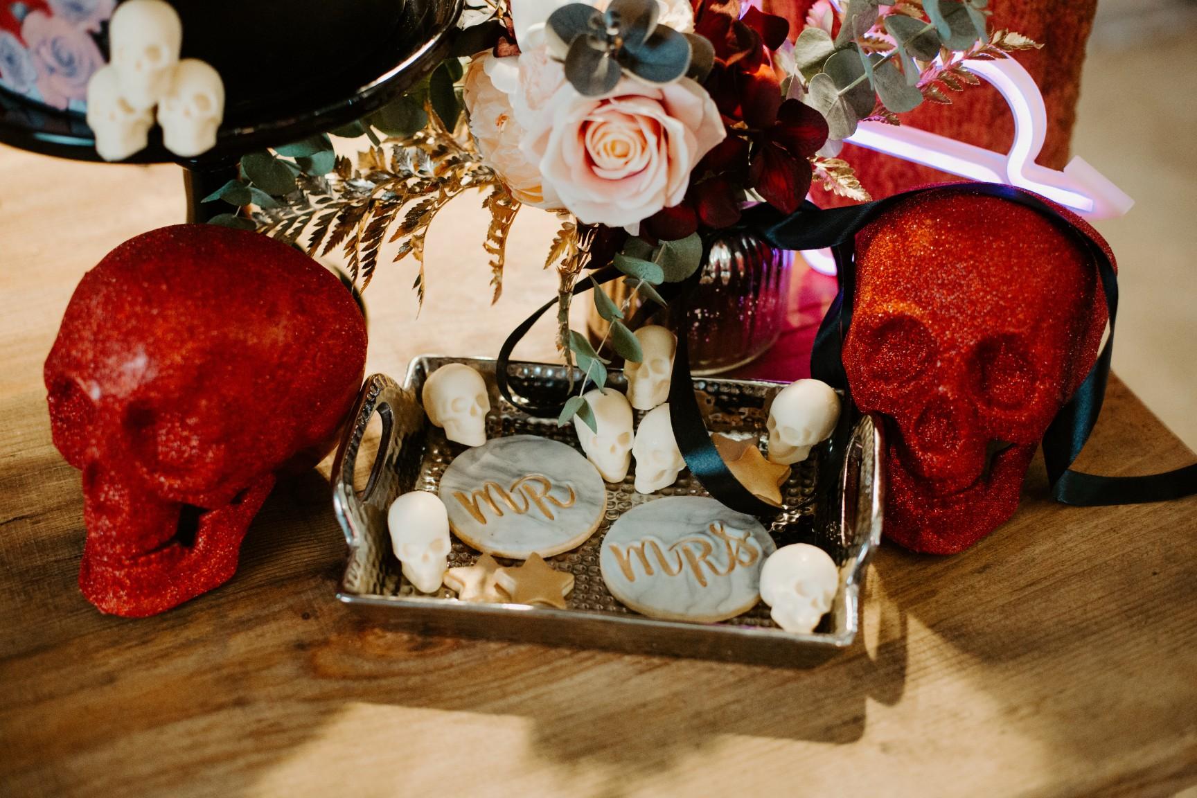 rock and roll wedding - edgy wedding inspiration - mr and mrs cookies - skull wedding decor - edgy wedding decor