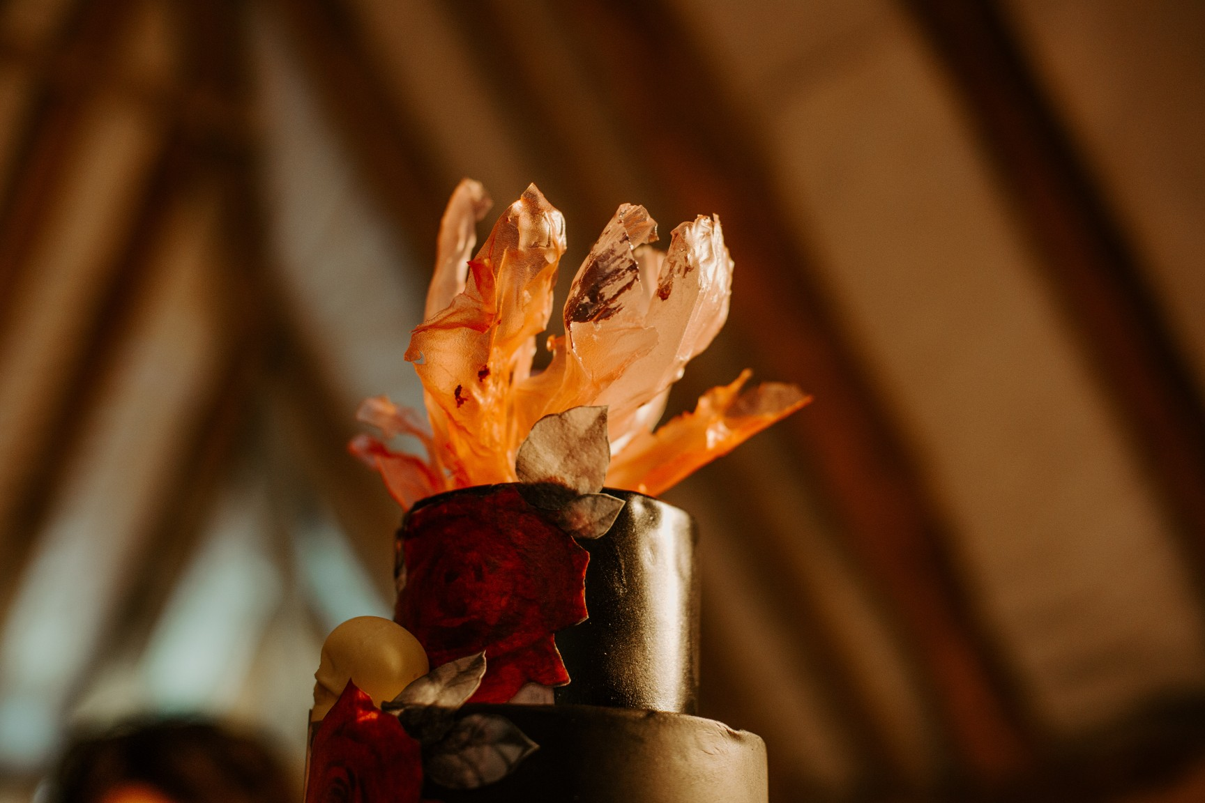 rock and roll wedding - red wedding cake - unique wedding cake - unique wedding cake topper - alternative wedding cake - edgy wedding cake