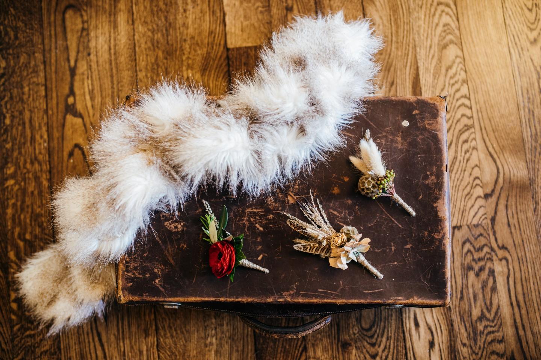 peaky blinders wedding - vintage wedding - 1920s wedding - themed wedding inspiration - vintage wedding buttonholes - feather buttonholes