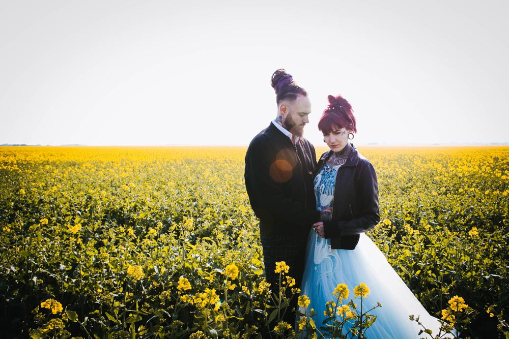 Road trip wedding inspiration - free spirited wedding inspiration - alternative wedding photos