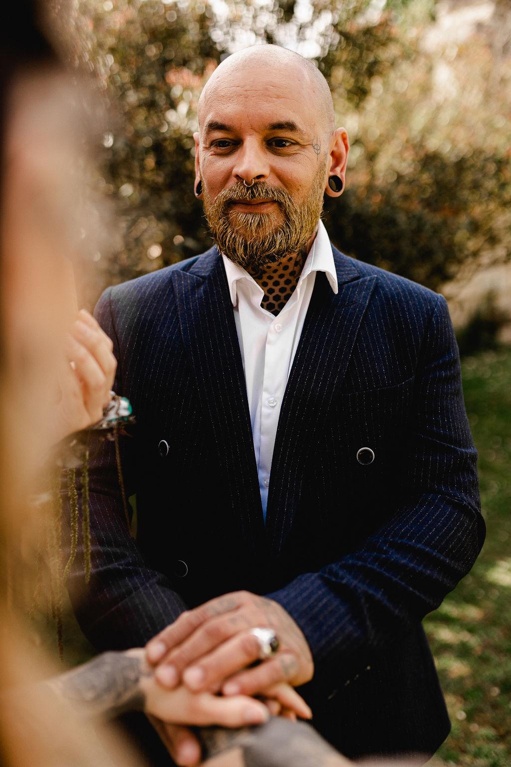 tattooed groom with gold beard - wedding beard glitter - alternative groom style