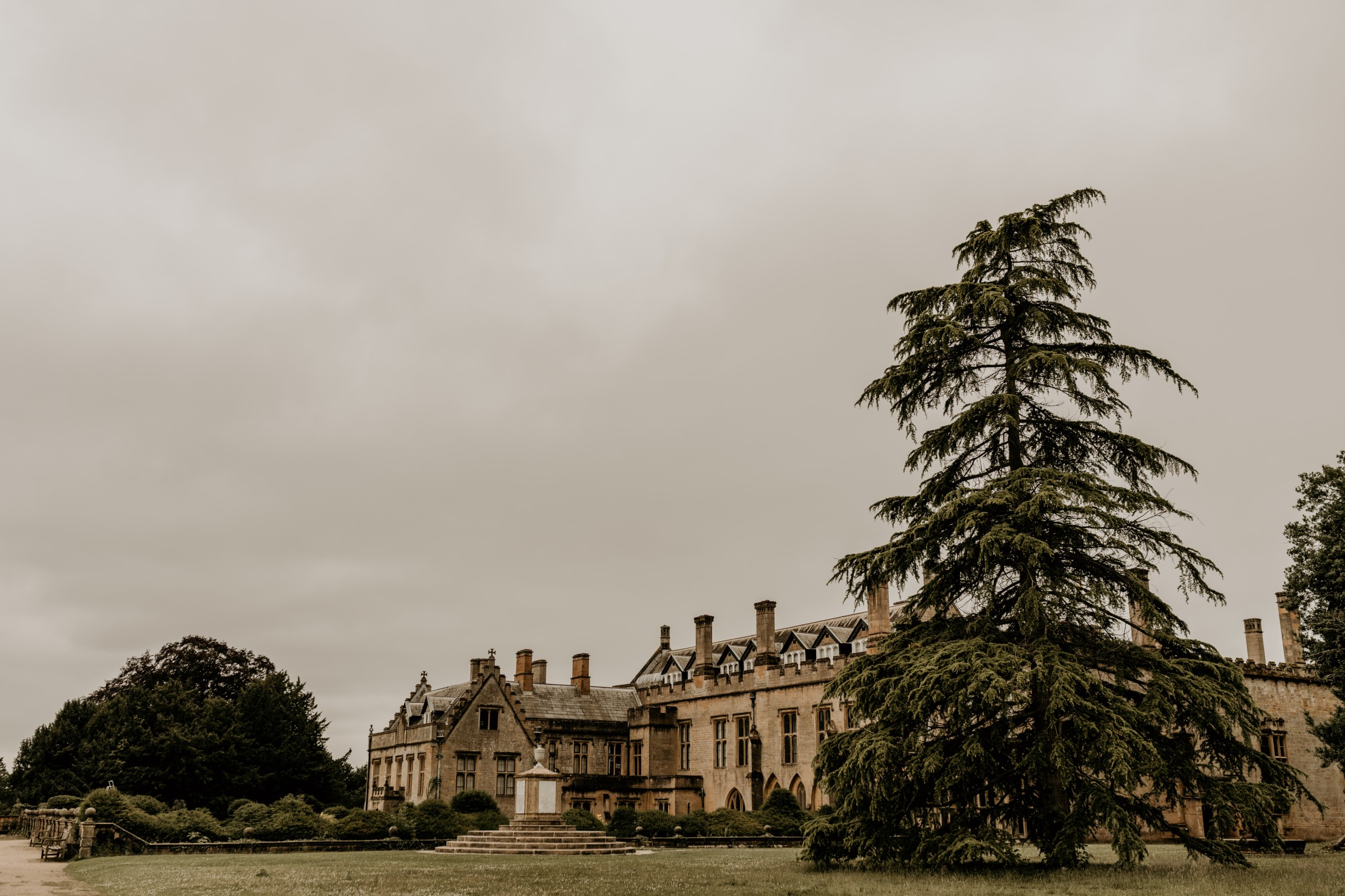 country garden wedding at newstead abbey - unconventional wedding - nottinghamshire wedding venue