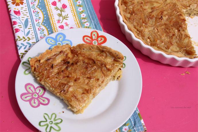 tarte à l'oignon végane avec de la crème de soja