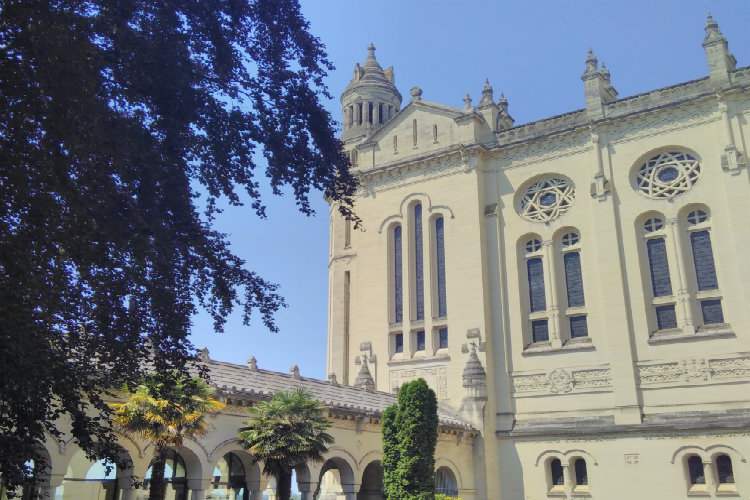Basilique de Lisieux, extérieur