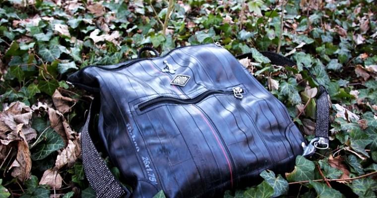 sac à dos en chambres à air recyclé dans la forêt