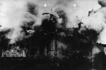 The synagogue in flames. Source: http://www.4ict.pl/szlaki_pamieci/