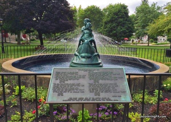 Wynken-Blynken-and-Nod-Statue-in-Wellsboro-PA-