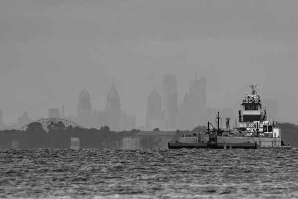 Where to shoot photos of Philadelphia's Skyline: Neshaminy State Park
