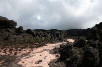 800px-Roraima_Rocks4