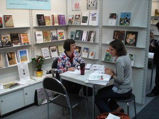 Vicky meets with Franka Zastrow, a literary agent from Munich