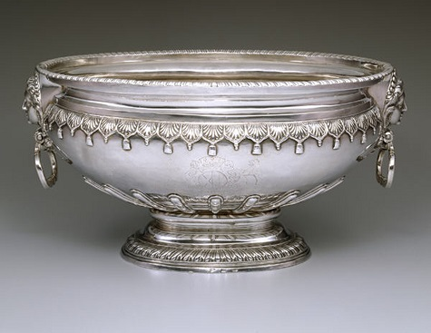 Thomas Sutton, Wine cistern, 1727, silver, Dallas Museum of Art, The Karl and Esther Hoblitzelle Collection, gift of the Hoblitzelle Foundation