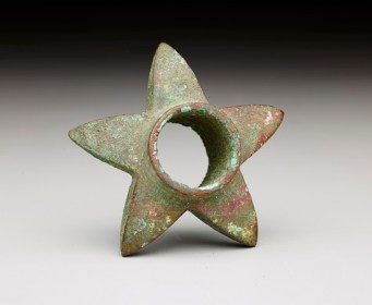 Star-shaped club head/Cabeza de porra en forma de estrella, Peru: Andean coast, A.D. 100–700, copper, Dallas Museum of Art, The Nora and John Wise Collection, gift of Mr. and Mrs. Jake L. Hamon, the Eugene McDermott Family, Mr. and Mrs. Algur H. Meadows and the Meadows Foundation, Incorporated, and Mr. and Mrs. John D. Murchison, 1976.W.1773