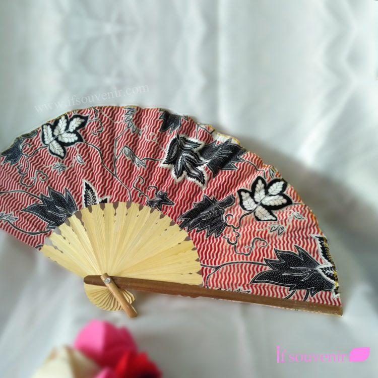 Souvenir pernikahan Kipas batik