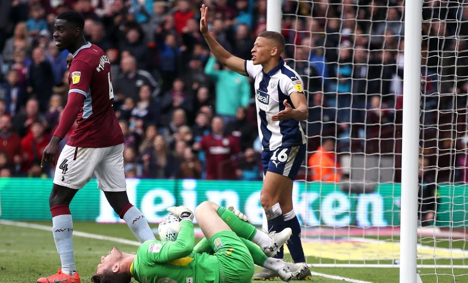 Jed Steer Dwight Gayle Foul