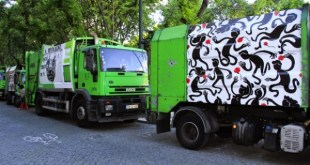25 de Abril exposto nos carros do lixo pelo graffiti e pela Street Art