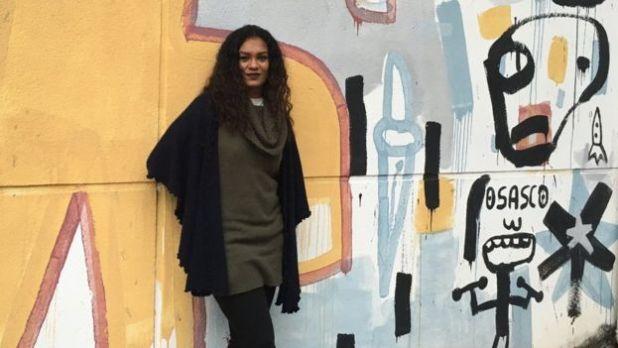Ane usa raps como o de Tarja Preta, Falsa Abolição (Meninas Negras Não Brincam com Bonecas Pretas) para falar sobre racismo