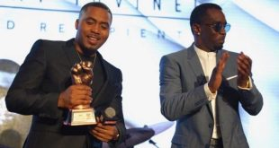 Nas recebe o prêmio Jimmy Lovine Icon Award no Revolt Music Conference 2016
