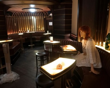 A mannequin at a bar in Vienna to help customers adhere to social distancing rules | AFP / JOE KLAMAR