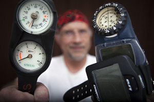 Is Your Dive Computer Your Submersible Pressure Gauge?