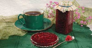 Tea with raspberry jam