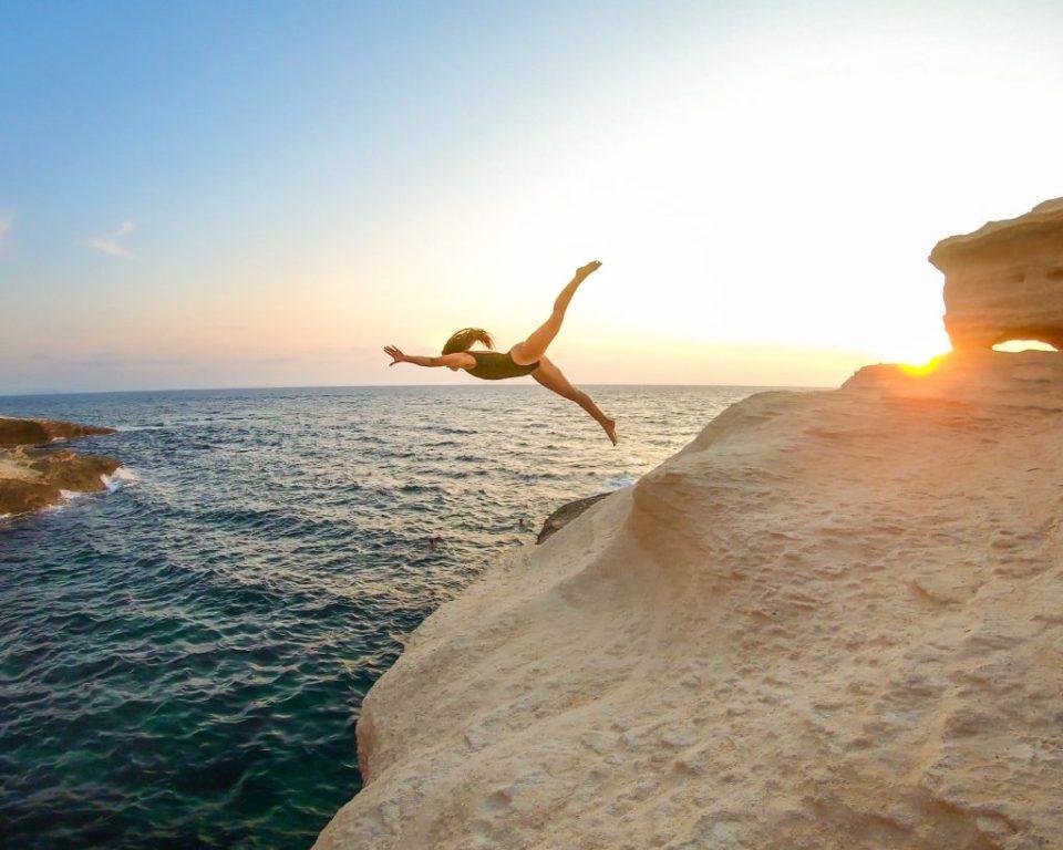 Plongeon au coucher de Soleil en Corse du Sud, Bonifacio  Laura Marino Undersurface La corse en van pour plonger