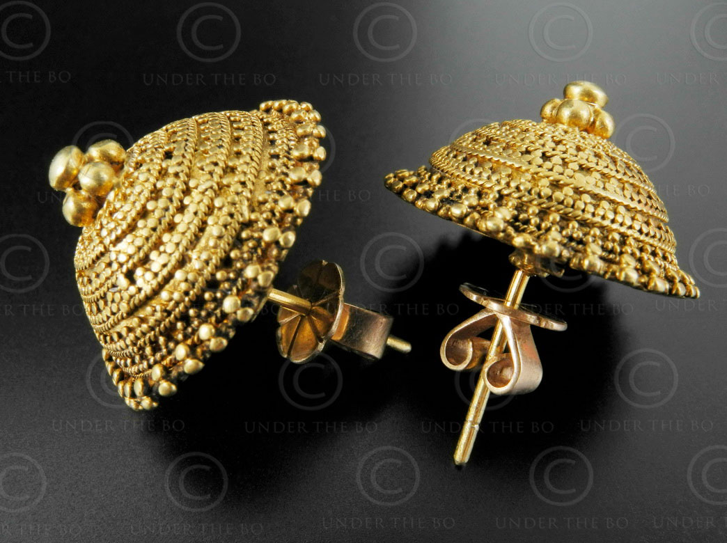 Indian gold earrings E215. Kutch area, Gujarat state