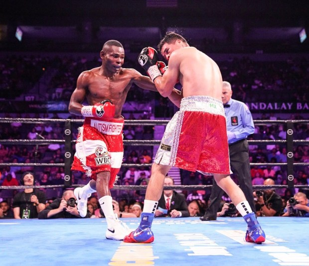 Guillermo Rigondeaux lands a right hand to stop Julio Ceja. Photo: Lina Baker UTHW