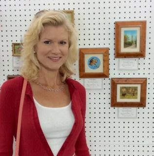 rachelle siegrist at seaside international miniature art show