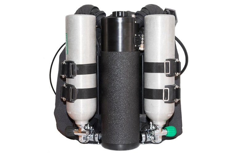 KISS Classic Rebreather with Dive Rite's 1.5-inch wide tank straps with low profile cam buckle.