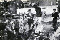 Fotografía en el libro Planning for Play de Marjory Allen (Londres: Thames & Hudson, 1968)
