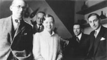 Le Corbusier, Percy Scholefield, Charlotte Perriand, George D. Bourgeois, & Jean Fouquet en el Salon d'Automme, Paris, 1922.