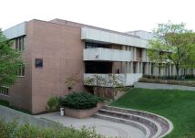 Elizabeth Scheu y Win Close, Ferguson Hall, University of Minnesota West Bank