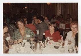 Fotografía enviada a Dita Roque-Gourary en una tarjeta navideña de 1979 del Congreso de la UIFA (posiblemente el congreso de 1979 realizado en Seattle, Estados Unidos).