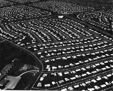 Levittown, Nueva York, 1959. Ejemplo de urbanización extensiva construido entre 1947 y 1951 y analizado en el IX CIAM por Blanche Lemco, Robert Geddes y George W.Qualls