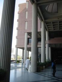 Yasmeen Lari, Centro Financiero y Comercial de Karachi, 1989.
