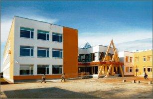 Maarja Nummert (2008): Escuela Primaria en Aruküla. Fachada principal renovada