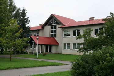 Maarja Nummert (1987): Escuela Secundaria en Noarootsi. Fachada principal, 2008
