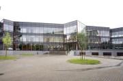 Maarja Nummert (2009): Escuela de Formación Profesional de Tallinn. Fachada principal y acceso de la ampliación