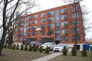 Mai Šein y Andrus Padu: Edificio de apartamentos en la Calle Sõpruse n.31 (Tallinn). Fachada principal.