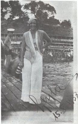 Leyla Asim Turgut como nadadora, 1933