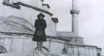 Cahide Tamer, inspección al Palacio de Çoban Mustafa Paşa desde la cubierta de Hagia Sofía, 1956
