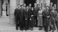 Münevver Belen y Leman Tomsu junto a sus compañeros en la Academia de Bellas Artes, 1933.