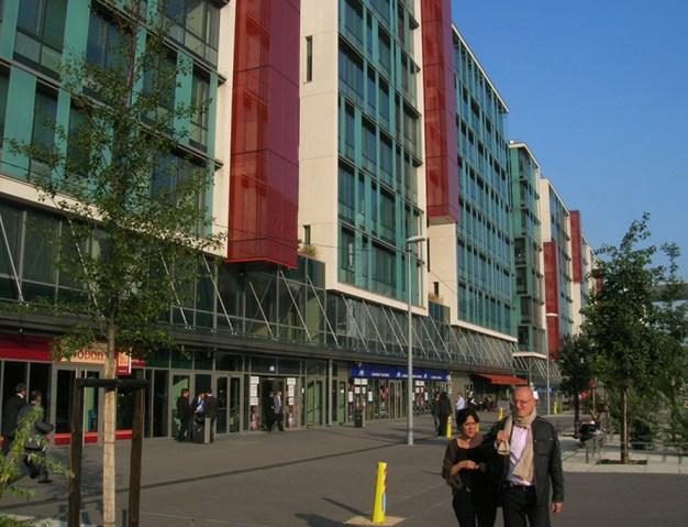 Buffi Associés, Arte Charpentier Architectes, Pilar Echezarreta. Centro Corporativo Seguros Axxa. 2006. Nanterre, Francia.