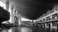 Lula Lapacó. Vista de patio; Escuela Superior de Comercio Manuel Belgrano, Cordoba, 1960.