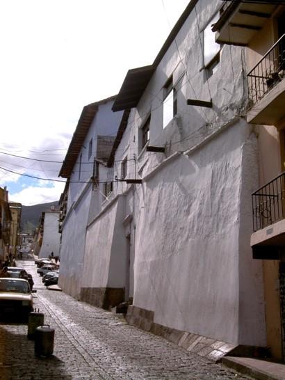 Fachada de la casa de Mónica Moreira y José María Sáez ubicada en el Centro Histórico de Quito luego de la intervención.